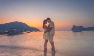 cropped-honeymoon-photography-at-phi-phi-097.jpg